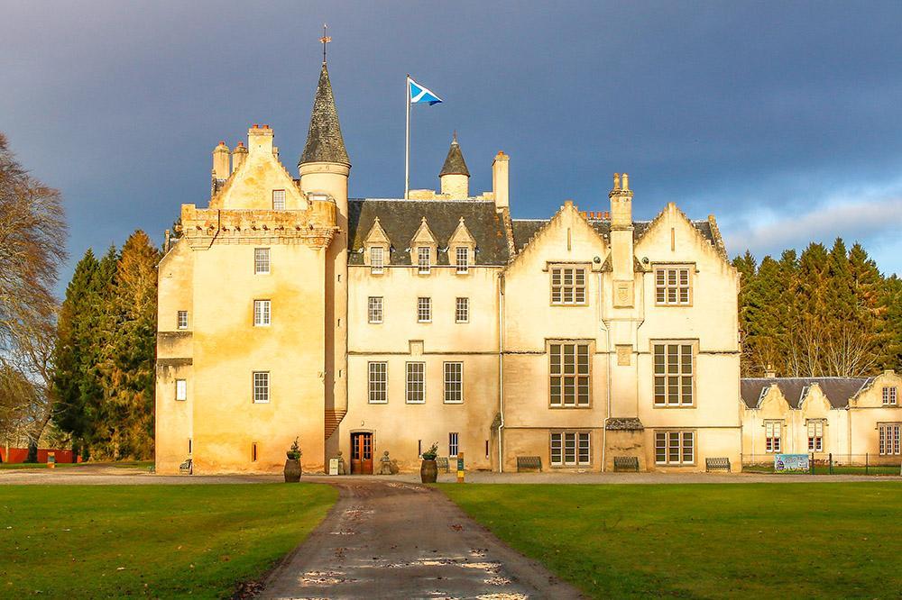Brodie Castle - Castles in Moray